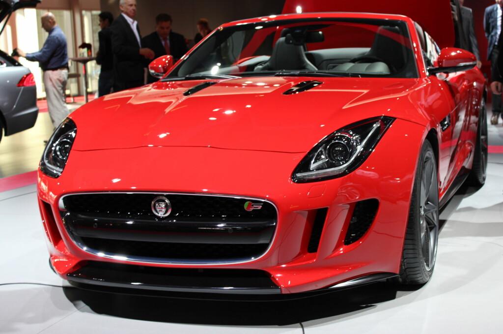 Jaguar F-Type er en vesentlig modell for den britiske sportsbil- og luksusbilprodusenten, og du har sikkert både sett og lest om den. Bare ikke her hos oss... Foto: Knut Moberg
