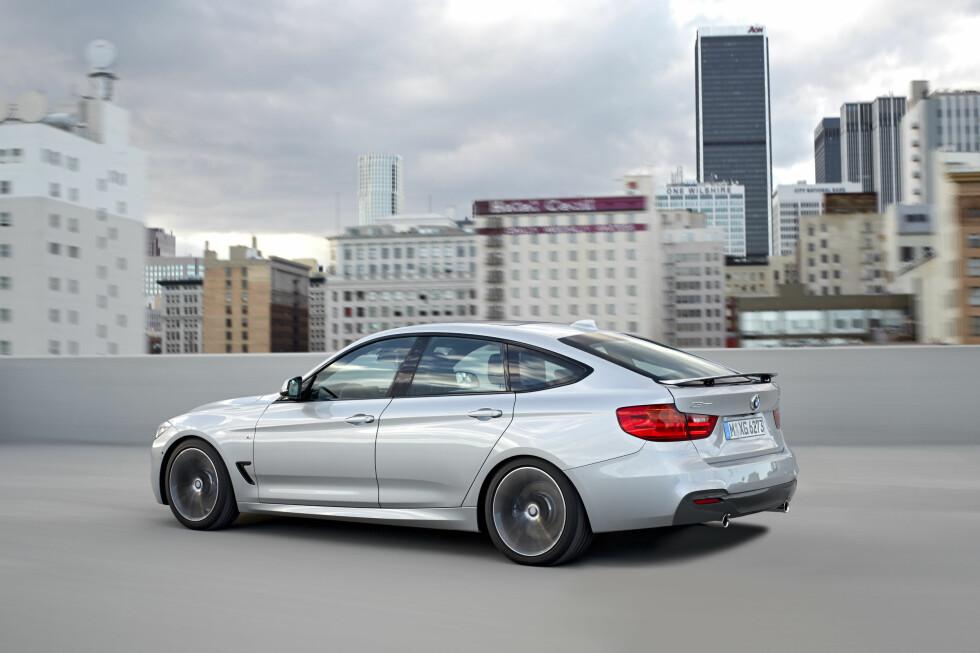 Dette er nye BMW 3-serie Gran Turismo (forkortet GT), som skal vises på bilmessen i Genève i mars. I anledning pressefotograferingen er den stylet med M-sport-pakken som er tilvalg. Foto: BMW