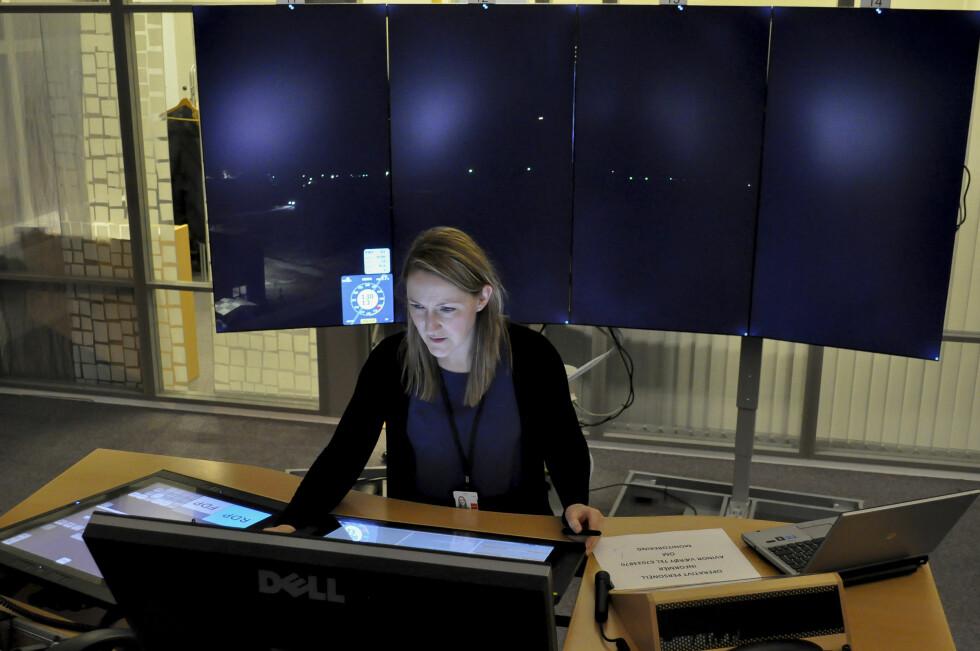 Når Røst også kommer til, skal man kunne styre to flyplasser fra samme arbeidsplass. Dette skal skje ved at man skal kunne veksle skjermbilde mellom Værøy og Røst. Foto: Avinor