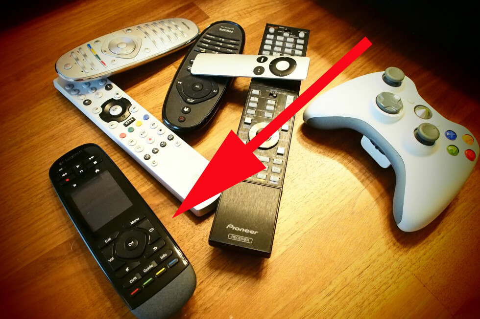 Logitech Harmony Touch erstattet altså fjernkontrollen til TVen, Blu-ray-spilleren, vår Canal Digital ADB-dekoder, Pioneer-receiver, og Apple-TV. Ja, den styrer også vår Xbox 360, selv om vi foretrekker selve padden når vi skal spille. Foto: Øyvind Paulsen