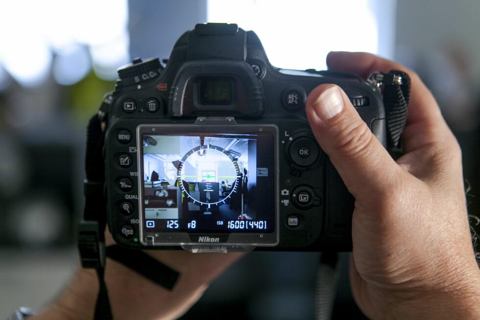 Vater hjelper deg til å holde kameraet rett Foto: Per Ervland