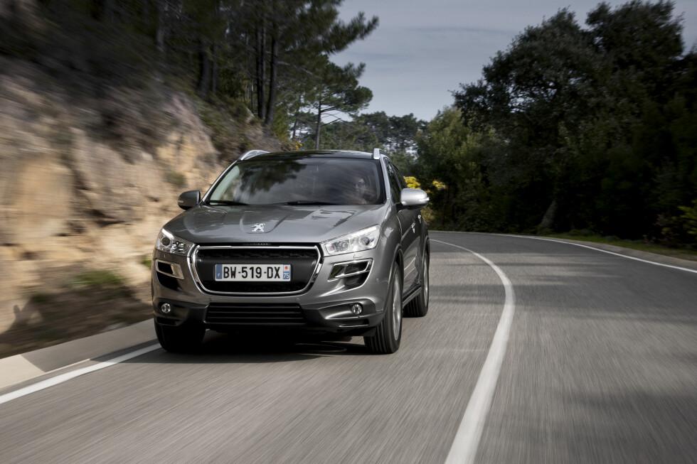 KUN MED FIREHJULSDRIFT: Peugeot kommer sent, men godt - får vi tro. I hvertfall tilbyr de nå to varianter av Peugeot 4008, den allerede populære folke-SUV-en som heter ASX hos Mitsubishi og Aircross hos Citroën.  Foto: Peugeot