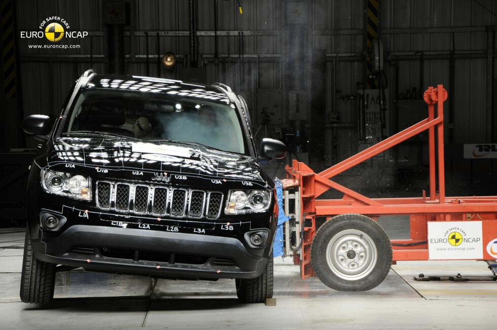 Resultatet fra den ferskeste Euro NCAP-testen var begredelig for Jeep Compass. Importøren mener likevel det er en trygg bil tross svak beskyttelse for fotgjengere ved påkjørsel. Foto: Euro NCAP