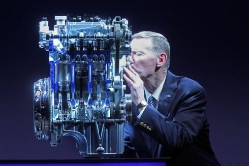 Vi snakker ekte kjærlighet, når Alan Mullaly viser hva han mener om den nye EcoBoost-motoren med bare 1-liters slagvolum.