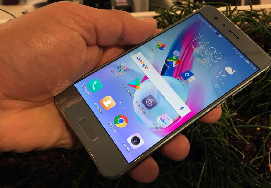 GODT KJØP: Honor 9 er en av de tre mobilene vi trekker fram som spesielt gode kjøp i budsjett- og mellomklassen. Foto: Bjørn Eirik Loftås