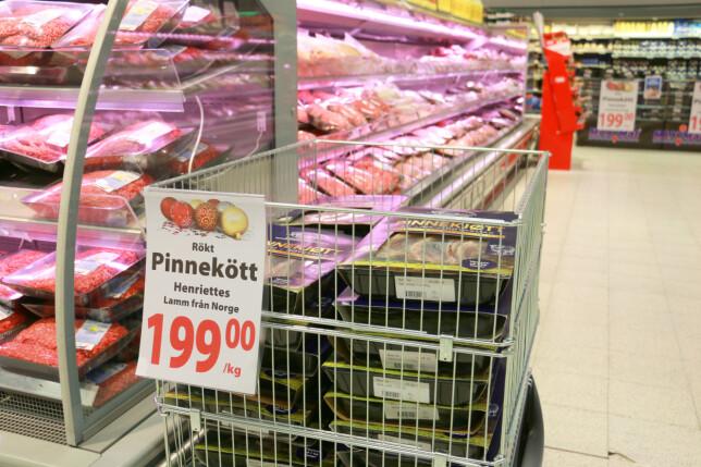 NORSK PINNEKJØTT: Pinnekjøtt er etterspurt av norske kunder på grensehandel, derfor har MaxiMat tatt inn Henriettes. Det samme pinnekjøttet selges nå hos Coop for 209 kroner/kilo. Foto: Berit B. Njarga