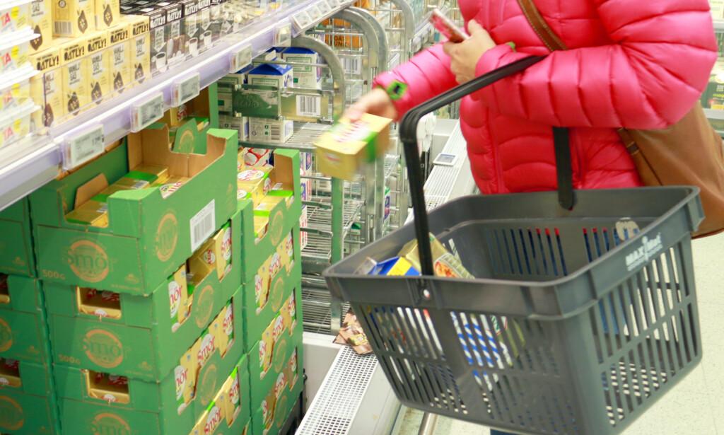 NEI, SMØR ER IKKE BILLIG I SVERIGE LENGER: Redusert melkeproduksjon i Europa har ført til dyrere smør i Sverige. Nå er det faktisk dyrere å kjøpe smør i Sverige enn i Norge. Foto: Berit B. Njarga