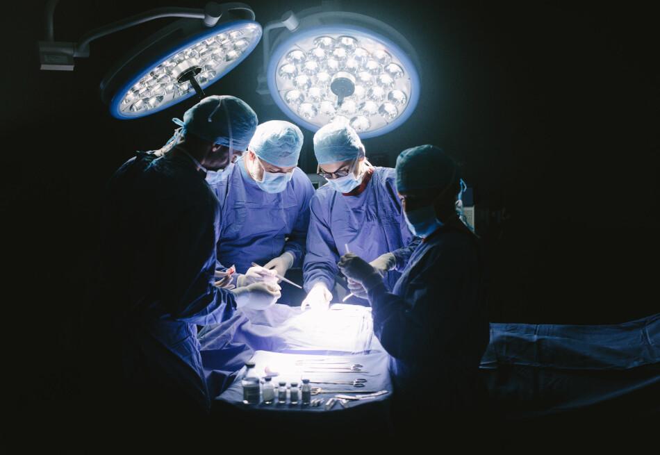 DYRT Å RINGE: Skal du på sykehus, eller er du pårørende for noen som ligger der? Da er det gode sjanser for at du må betale for å ringe sentralbordet deres, da omlag 2 millioner nordmenn hører til helseforetak med femsifrede telefonnummer. Foto: Shutterstock / NTB Scanpix