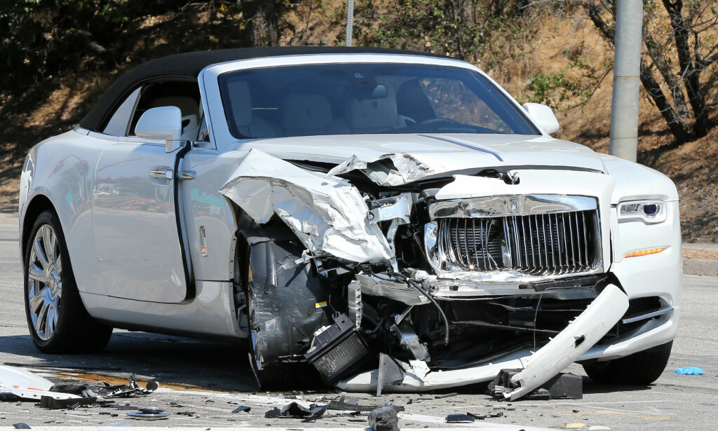 TRENGER NY ROLLS: Den britiske TV-personligheten Kris Jenner trenger kanskje ny bil etter å ha krasjet sin Rolls-Royce i en Toyota Prius i 2011. I så fall passer det greit med «Cullinan». Foto: Clint Brewer / Splash News
