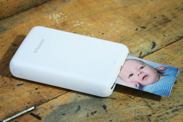 STILREN: Polaroid Zip er en pen liten skriver som kommer i både hvit og svart utførelse. Foto: Ole Petter Baugerød Stokke