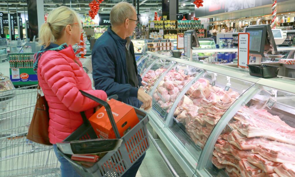 JEPP, RIBBE ER GRISEBILLIG: Du får ikke billigere ribbe enn dette i Norge: 29,90 kroner for fersk ribbe er virkelig billig. I Norge er billigste vakuumpakkede ribbe i lavprisbutikkene dobbelt så dyr ... Foto: Berit B. Njarga