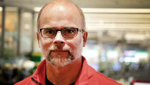 VENTER STORINNRYKK I HELGEN: Ole Lind, butikksjef hos MaxiMat på Nordby Shoppingsenter, sier helgen 16. og 17. desember blir den travleste nå før jul. Og lørdag mellom klokka 12 og 17 er erfaringsmessig det travleste tidspunktet i butikken. Foto: Ole Petter Baugerød Stokke