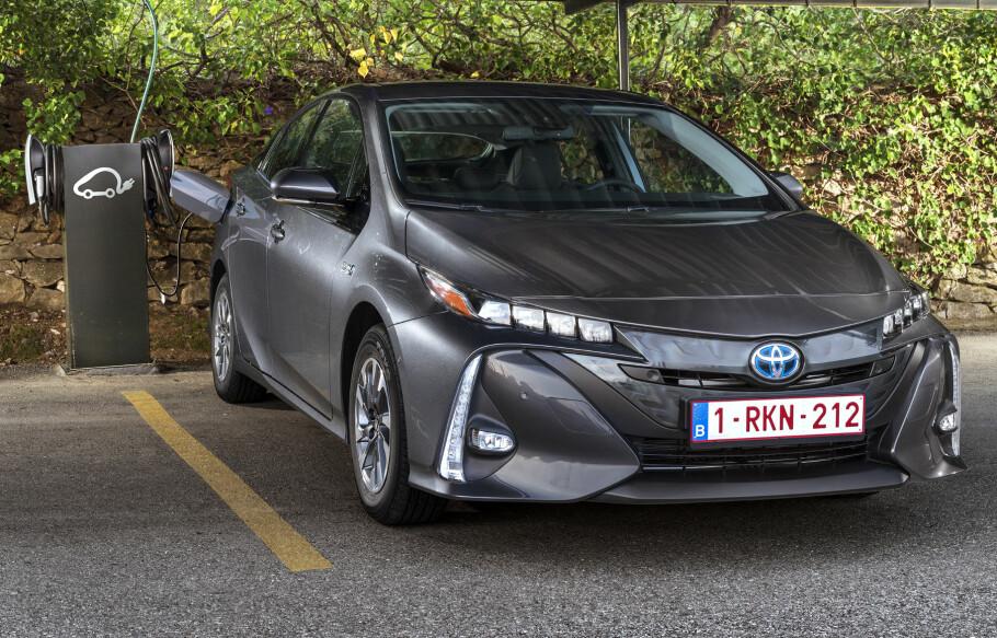 LOVER MER ENN BARE HYBRID: Toyota har i dag lansert sin elbilsatsning. Går det som japanerne lover vil det ha kommet ti Toyota-elbiler tidlig på 2020-tallet. Foto: Toyota