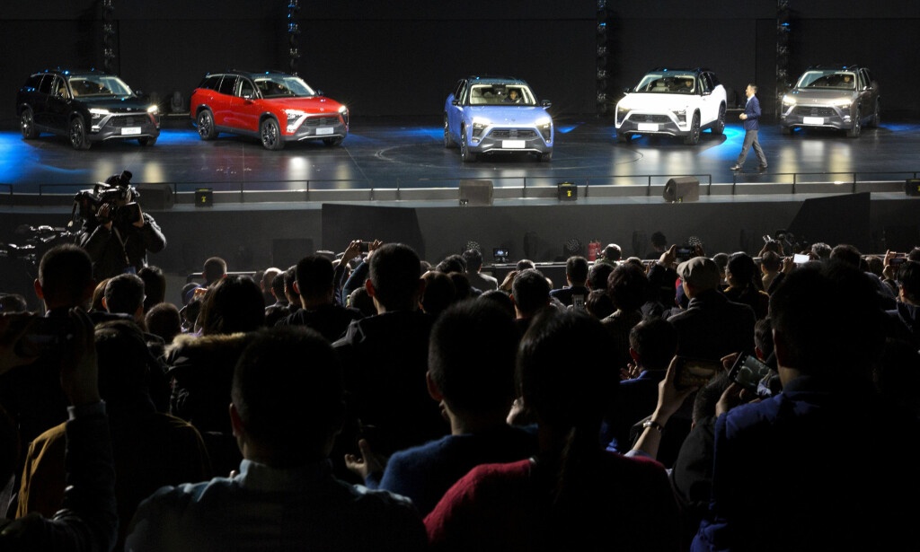 TESLA-KONKURRENT: Den kinesiske bilprodusenten Nio lanserte den nye fullelektriske SUV'en ES8 under et arrangement i Beijing lørdag 16. desember i år. Foto: AP
