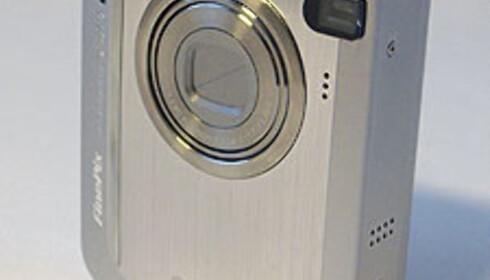 Både blits og objektiv skjules helt i huset når kameraet er slått av.