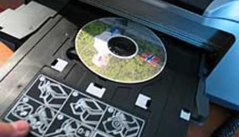 Utskrift på CD var en enkel affære, men ble litt lys i vårt tilfelle. Du kan gjøre den mørkere via programmet CD Print som følger med.