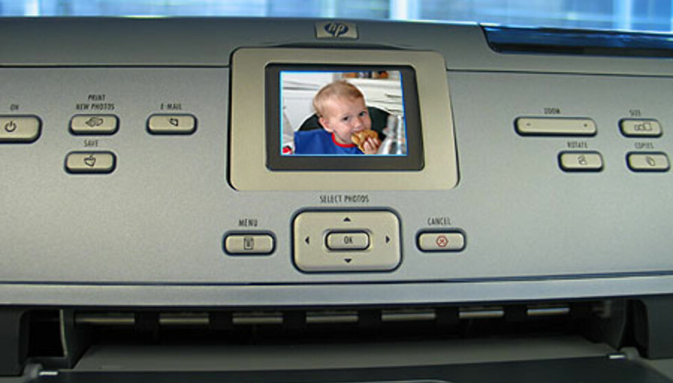 Utskrift uten å koble til PCen er svært enkelt takket være intuitive knapper og gode hjelpetekster på skjermen.