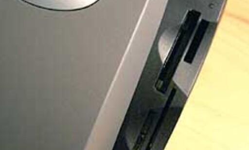 Lexmark P707 er utstyrt med en leser for de fleste minnekort. Kortene dukker opp som egne stasjonsbokstaver i Utforsker.
