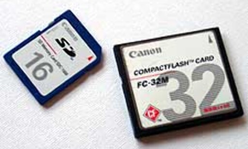SD-kortet er langt mer kompakt enn Compact Flash.