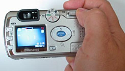 Kameraet håndteres meget enkelt med én hånd.