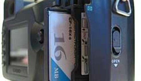 Et 16 MB kort i et 5 megapiksels kamera. Det burde vært straffbart.