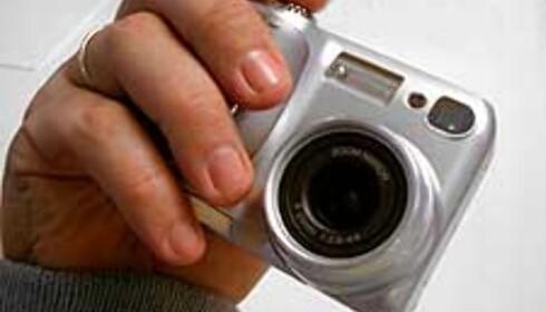 Vi har til gode å finne et kamera i denne klassen som sitter like godt i hånden som Coolpix 4300/885.