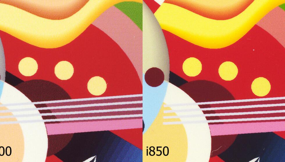 Legg merke til følgende: S900 har gjengitt det grå feltet best, det samme kan sies om det aprikosfargede nederst til venstre, samt graderingen i det gule øverst. Det er derimot generelt mindre korn å se på utskriften fra i850. (Utskrift fra Corel Draw - vektorgrafikk). Klikk på bildet for større versjon.