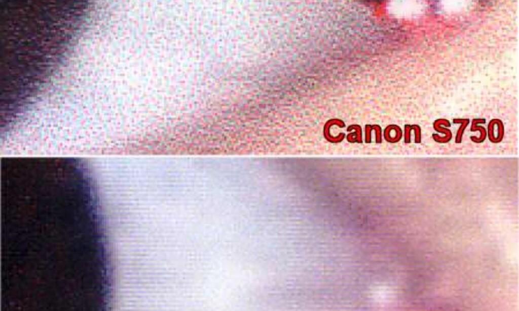 Her ser du et forstørret utsnitt av en fotoutskrift (øye). Ved hjelp av de to ekstra blekkpatronene klarer S900 (nederst) å gjengi detaljer i bildene på en mer korrekt måte enn S750 og andre skrivere med fire blekkpatroner. Fire-patroners skrivere må kompensere ved å lage prikker med de tre grunnfargene + sort, noe som kan føre til at fotoutskriftene virker mer kornete. For de mest iherdige fotoentusiastene vil det være naturlig å velge en skriver med seks blekkpatroner.