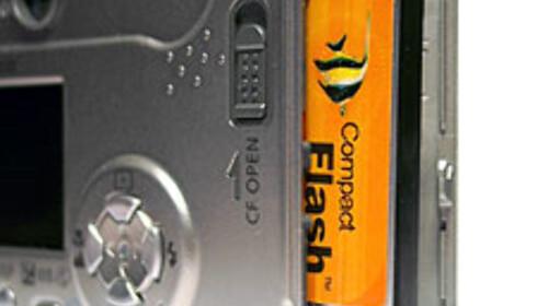 Canon beviser at små kameraer ikke nødvendigvis må være utstyrt med XD-kort eller andre mikroskopiske minnekort. CF-kort er billige, selv med svært stor kapasitet.