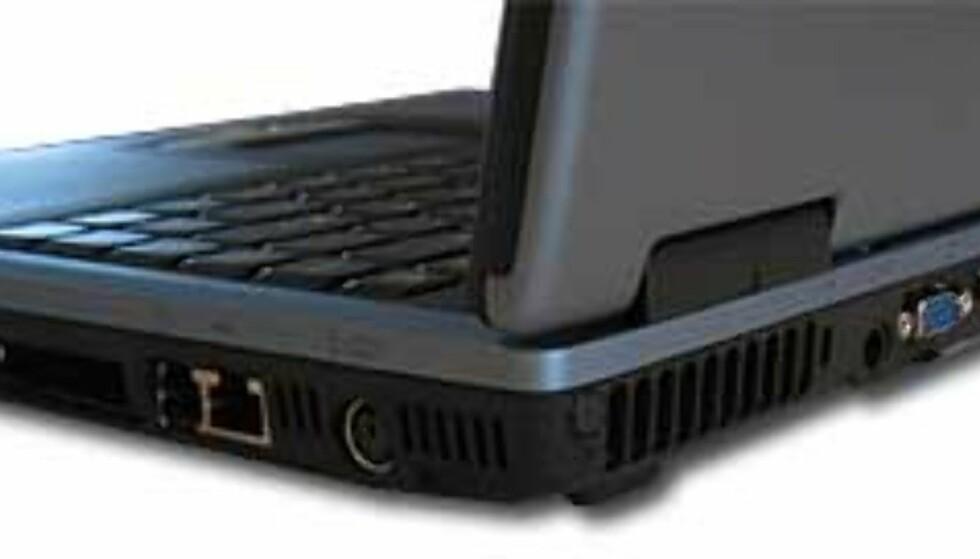 Amilo A har bra med tilkoblingsmuligheter, spesielt positivt med 3 USB-porter og FireWire