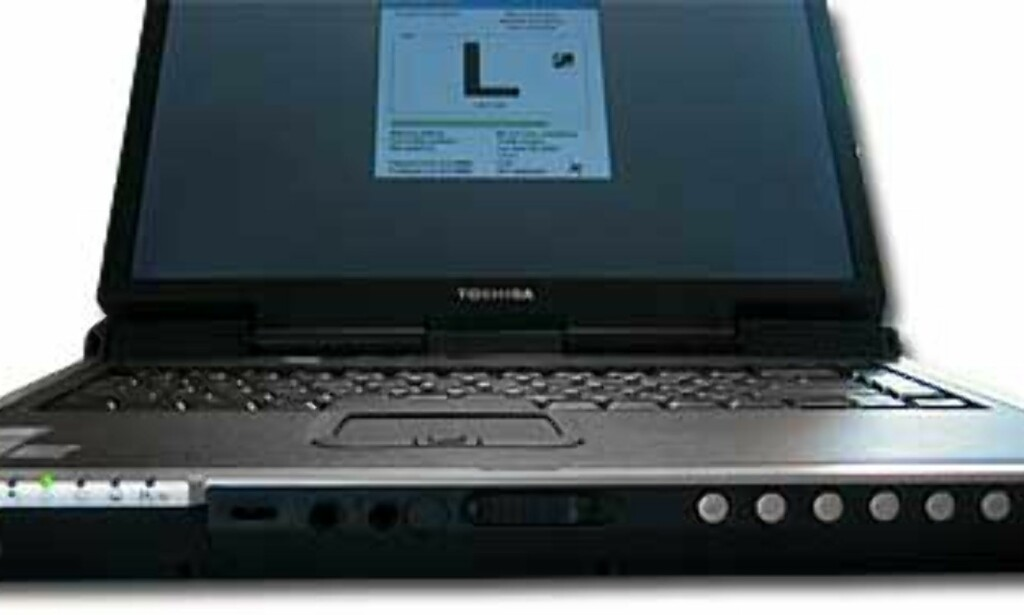 I fronten finner du blant annet lyd inn- og utganger, og kontrollpanel for musikk-CDer. Vi liker spesielt hjulet for justering av lydnivået. IrDA-øyet til venstre burde ha ligget på siden eller aller helst bak, synes vi.