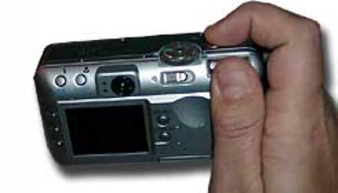 Kameraet holdes og styres lett med én hånd.