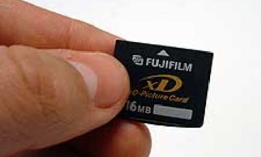 Her er XD-kortet, som er det minste minnekortet på markedet for digitale kameraer.