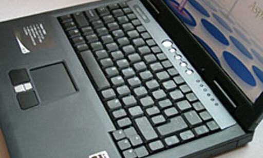 Tastaturplaten er ikke veldig stor, men den er fast og god å skrive på.