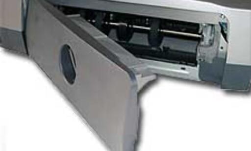 Lokket bak kan byttes ut med en duplex-modul som muliggjør automatisk tosidig utskrift