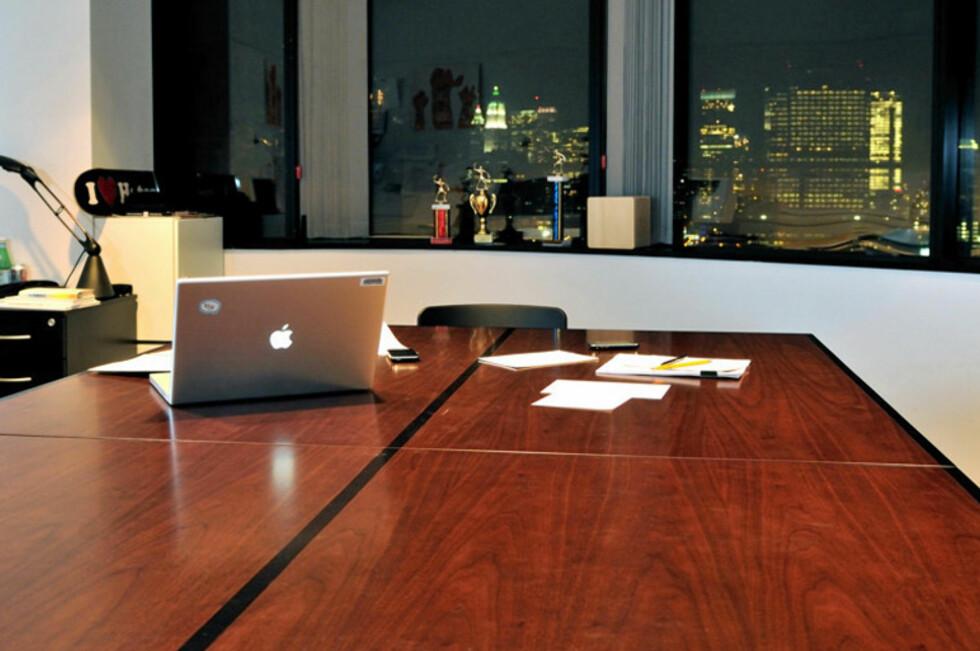Etter at dagens viktige møter er unnagjort er det tid for...BORDTENNIS. Foto: http://tableandtennis.tumblr.com/