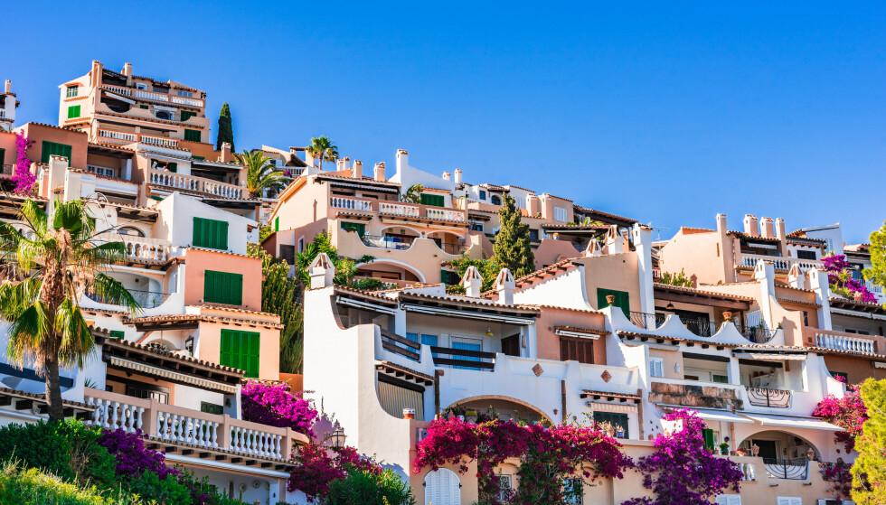 HUS I SYDEN: Nesten 35 prosent av boligene nordmenn eier utenlands er i Spania, for eksempel på Mallorca. Og mange velger å leie ut ferieboligene når de ikke bruker dem, viser tall fra Finn.no. Foto: Shutterstock/NTB Scanpix.