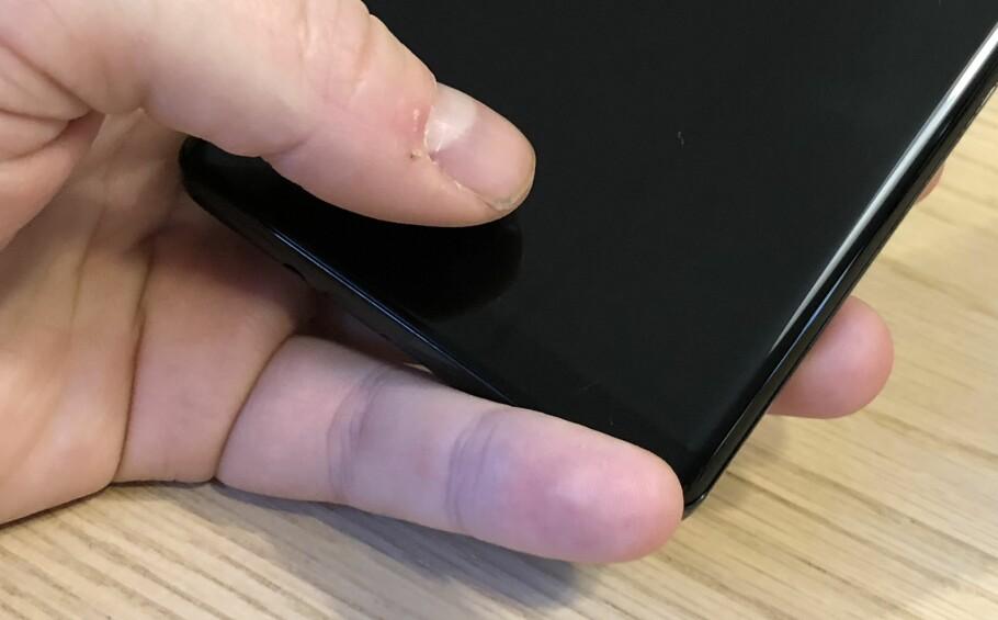 BAK GLASSET: Allerede i neste uke forventes det at vi får se den første telefonen med fingeravtrykksleser gjemt bak glasset. Foto: Pål Joakim Pollen