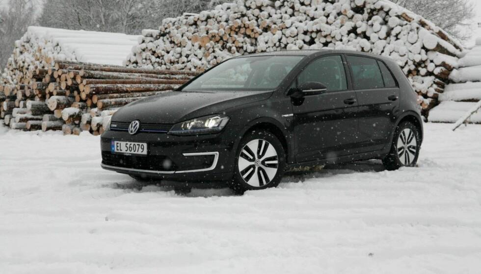 VINNEREN I 2017: Volkswagen E-Golf ble mest solgt i Norge i 2017 uansett drivstoff, og ville vært mest solgte modell alene. Foto: Knut Moberg