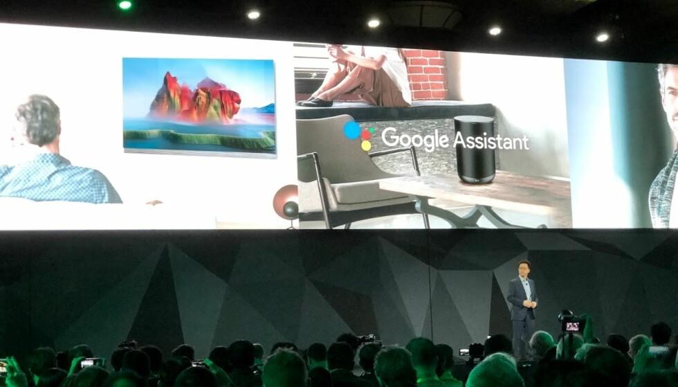 GOOGLE INSIDE: Sentralt i alt av smarte produkter fra LG i 2018, står Google Assistant og stemmestyring. Her fra pressekonferansen selskapet holdt i forkant av årets CES-messe mandag. Foto: Bjørn Eirik Loftås