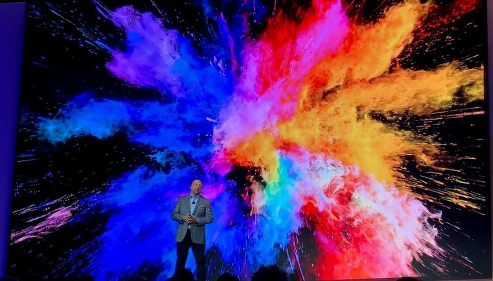 EKSPLOSJON AV FARGER: Samsungs nye TV-er tar for alvor opp kampen mot OLED, skal vi tro selskapet selv. Vi gleder oss til å ta nyhetene i nærmere øyesyn når messa åpner tirsdag. Foto: Bjørn Eirik Loftås