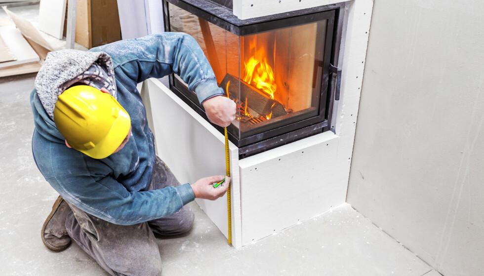 50 MILLIONER KRONER I STØTTE: I Bergen kan innbyggerne få inntil 5.000 kroner i støtte dersom de bytter sin gamle ikke-rentbrennende ovn med en ny, rentbrennende ovn eller annen miljøvennlig varmekilde. Foto: Shutterstock/NTB Scanpix