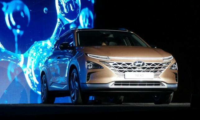 ENDELIG DØPT: Bilen var vist som konsept tidligere, men hadde ikke annet navn enn neste generasjon brenselcelle-elbil. Nexo, ble navnet til slutt. Foto: AFP