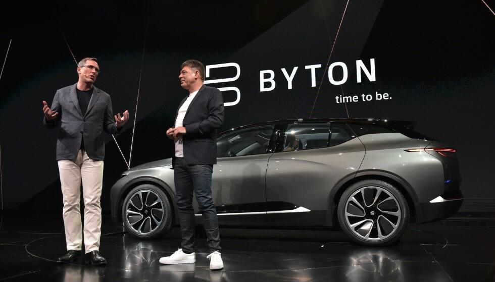 MINNER OM NOE: På CES i Las vegas for et år siden, var det Faraday Future som var elbil-stjerne. I år kan det se ut som det er Byton. Den kina-baserte produsenten ledes av blant annet et knippe toppfolk som tidligere har jobbet for BMW og Tesla. Foto: AFP