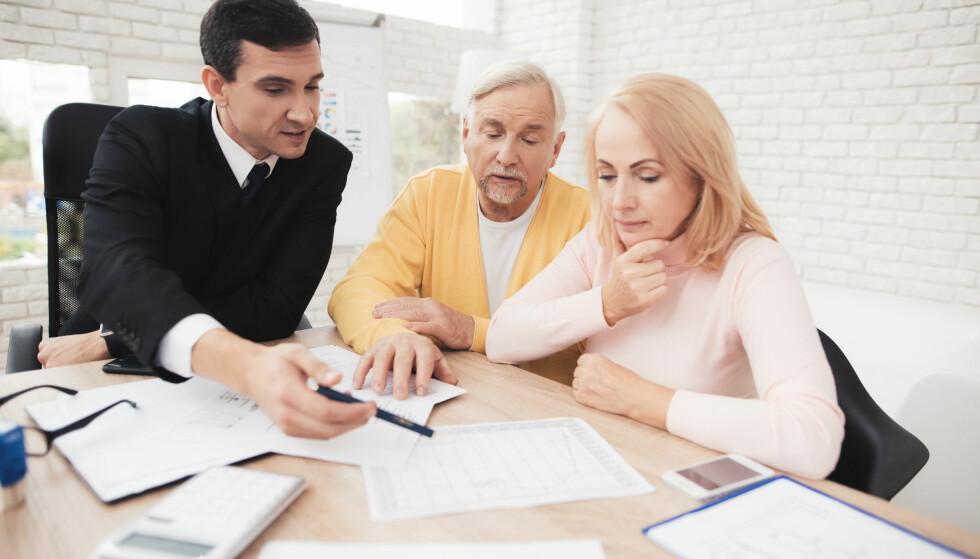 SØK PROFESJONELL HJELP: Å kjøpe bolig er en stor investering, og å forholde seg til regler i et annet land kan være krevende. Derfor anbefaler Elin Reitan, forbrukerøkonom i Nordea, at du kontakter en advokat i forbindelse med boligkjøpet. Foto: Shutterstock/NTB Scanpix.