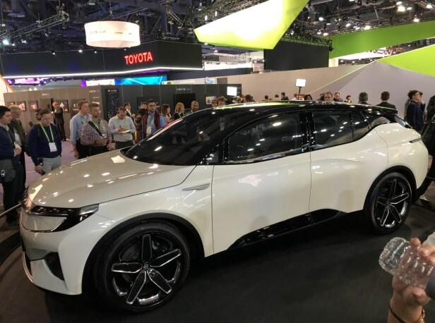 MESSE-STJERNE: Byton Concept vises nå på elektronikkmessen i Las Vegas, der Dinside er tilstede. Bilen skal være 80 prosent klar, skal i produksjon allerede til neste år og kan ventes hit i 2020. Foto: Bjørn Eirik Loftås