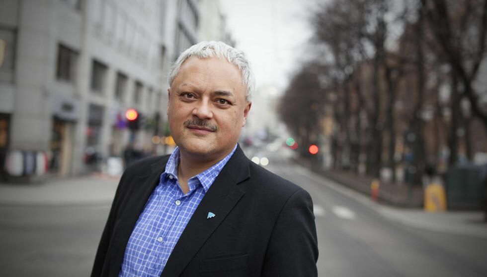 SKUFFET: Jorge Jensen i Forbrukerrådet er skuffet over at store banker, som DNB og Skandiabanken, slipper inn fond i aksjesparekontoene sine som ikke samsvarer med deres egne krav til etikk og bærekraft. Foto: Kjell Håkon Larsen.