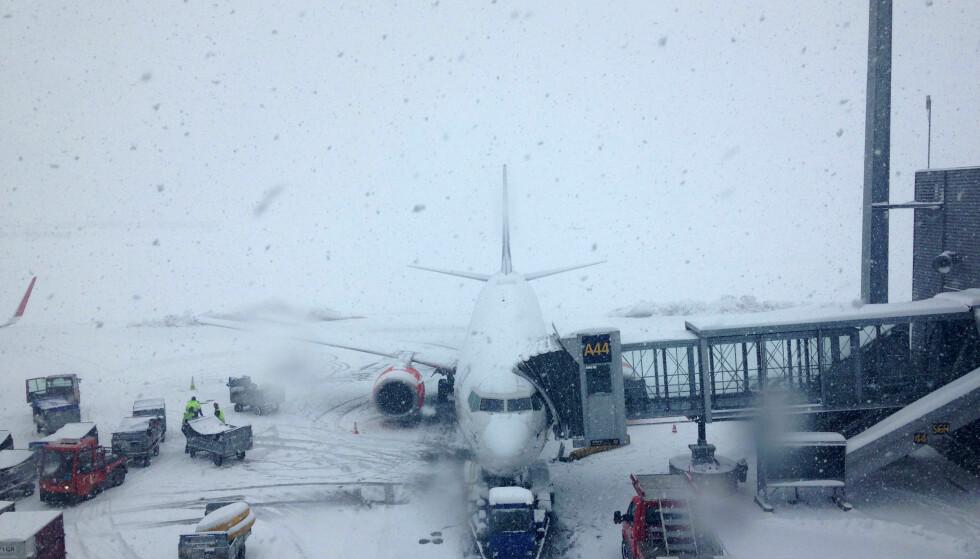 FORSINKELSER: Vind og uvær fører til forsinkede fly fra Oslo lufthavn. Her fra en forsinkelse i 2015. Foto: NTB Scanpix