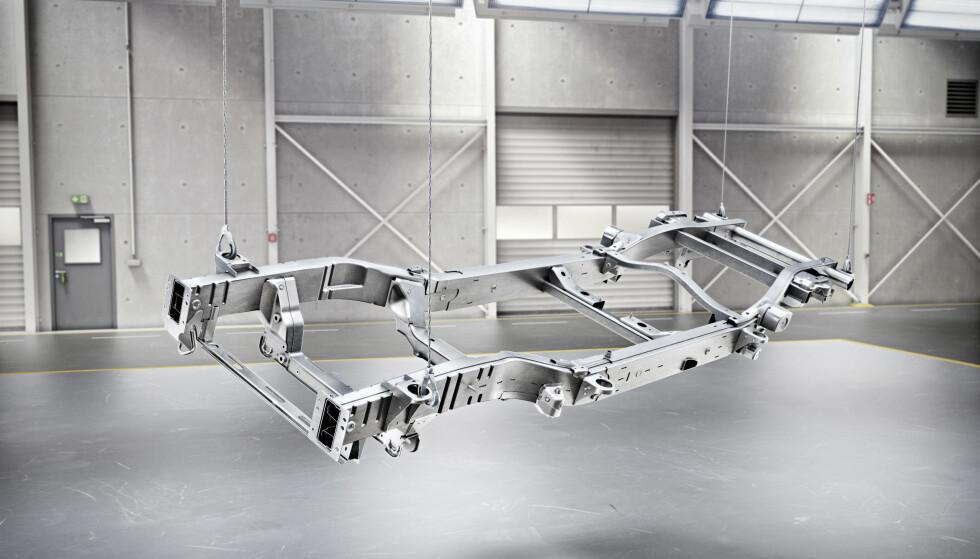 RAMME: Som tidligere er G-klasse et rammebygg. Men teknologien er topp moderne og vektbesparelsen anselig. Foto: Daimler