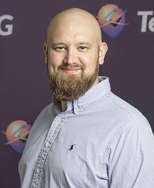 HENDENE FULLE: Morten Sæthre i Gator AS sier de har jobbet dag og natt den siste tida for å hjelpe kunder å få klokkene sine til å fungere. Foto: Gator AS